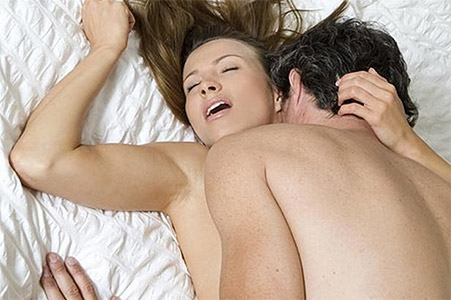 femme qui prend du plaisir pendant l'amour