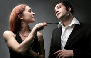 femme qui aborde un homme